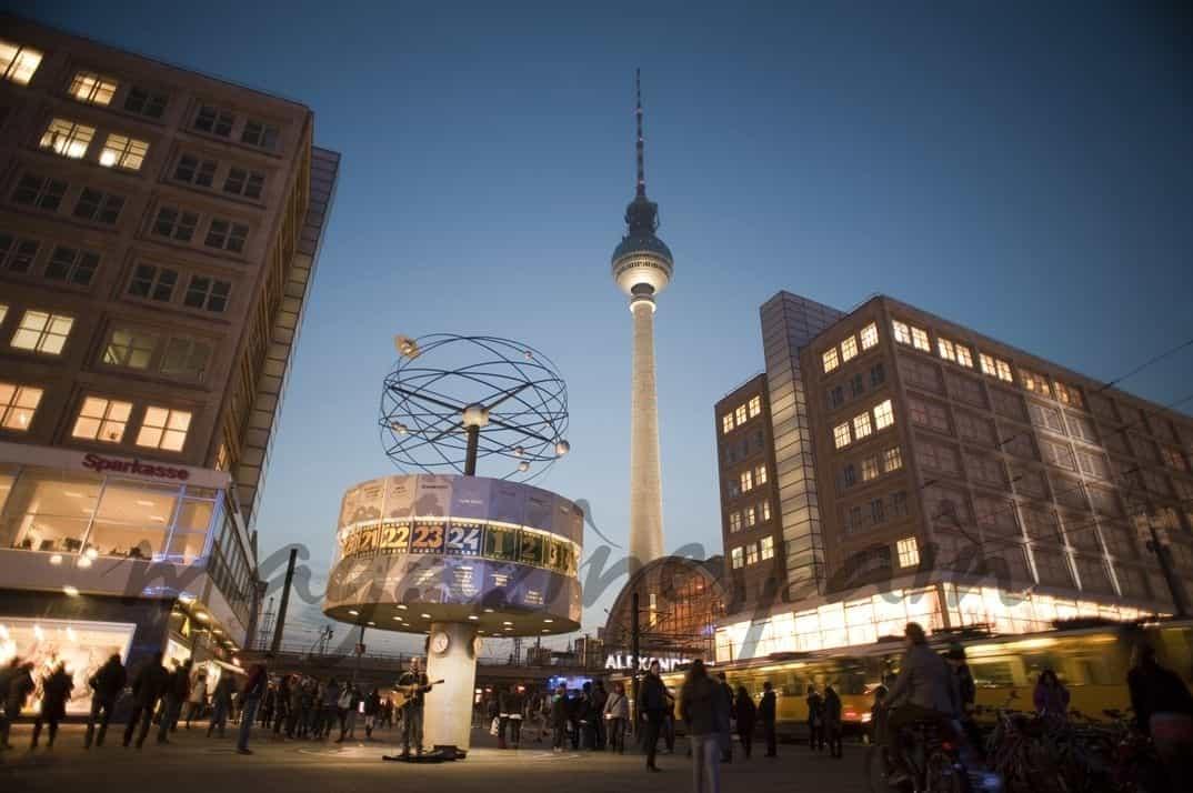 Torre de Televisión y Reloj Mundial