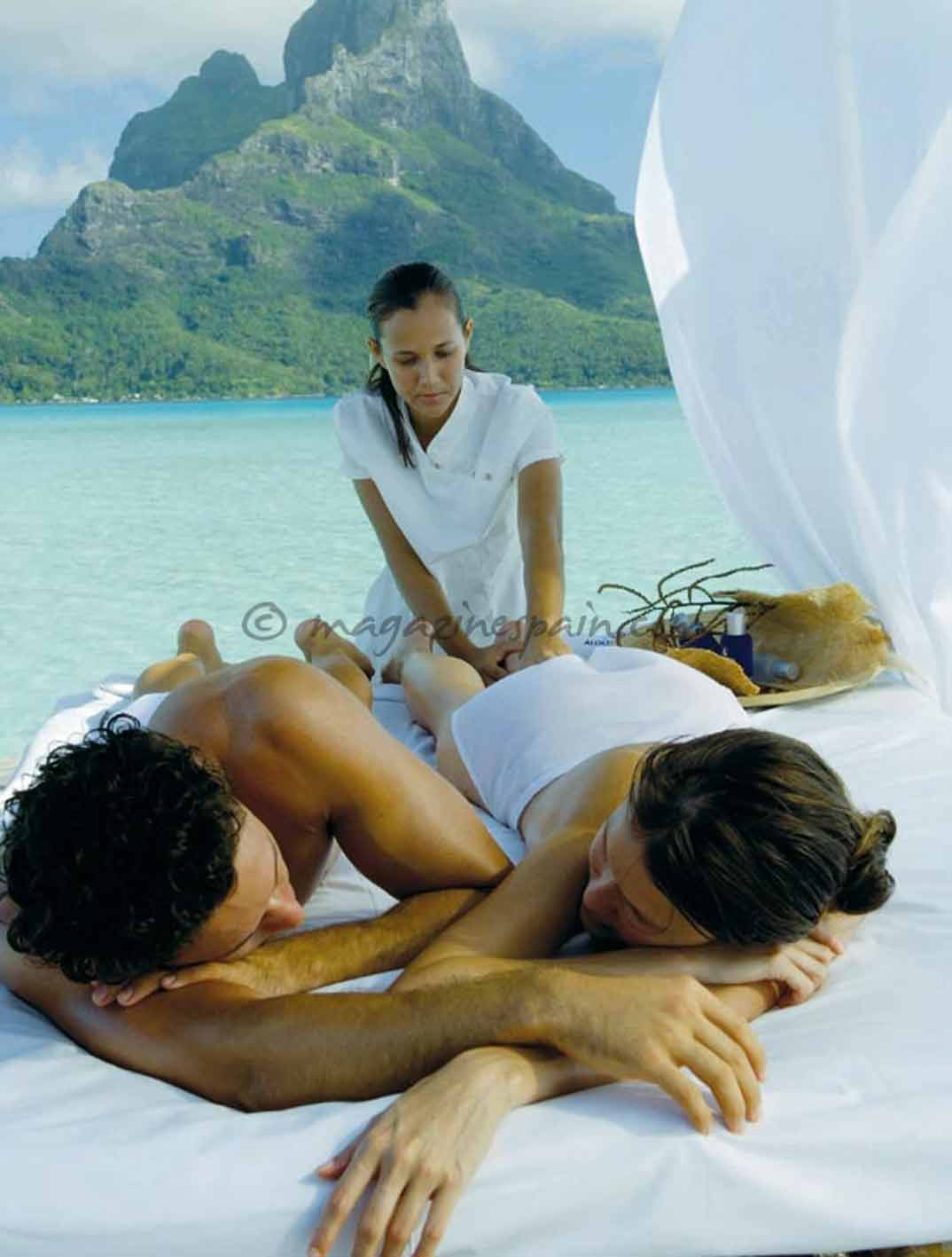 Tahiti-Intercontinental-Bora-Bora-Thalasso-Spa_couple-massage