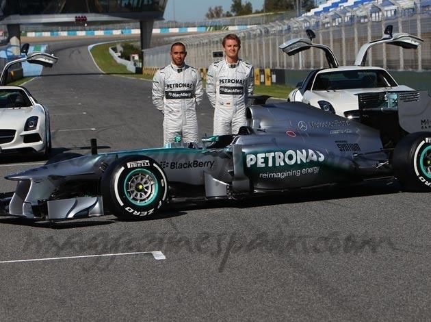Mercedes presenta  el nuevo W04 con Hamilton