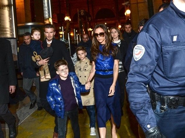 David Beckham, Victoria y sus hijos escoltados en París
