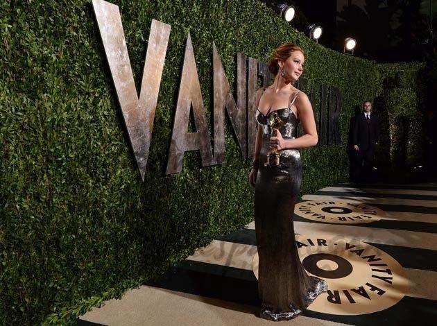 Jennifer Lawrence vestida por Calvin Klein