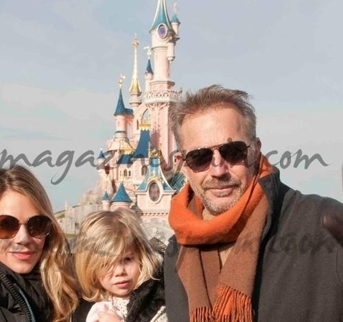 Kevin Costner en Disney con su familia