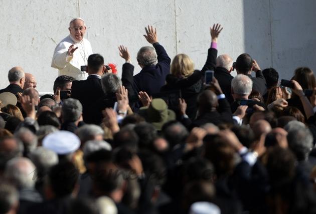 El papa Francisco I saludando