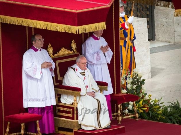 Trono Papa Francisco
