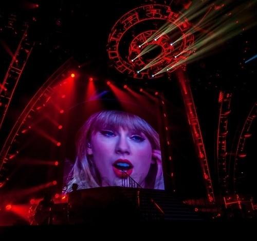 Taylor Swift, salvaje sobre el escenario