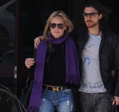 Sharon Stone y su novio Martin en Portugal