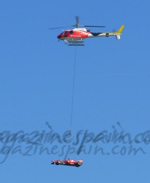El Ferrari de Fernando Alonso se pasea en helicóptero