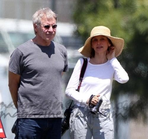 Harrison Ford y Calista Flockhart como dos reporteros