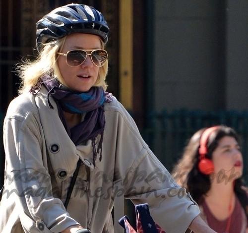 Naomi Watts una experta ciclista