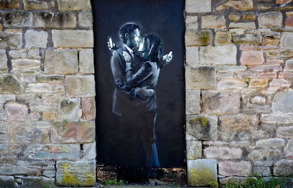 Mobile-Lovers-by-Banksy