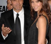 5George Clooney y Sarah Larson (2008)