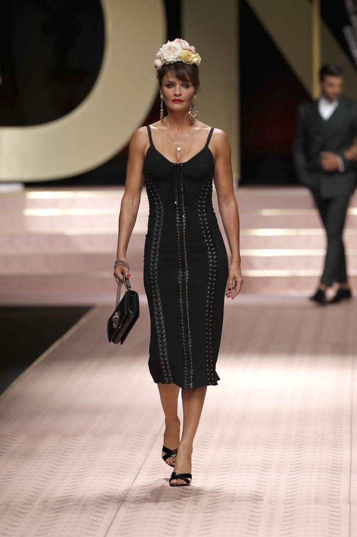 9cb1adf03617d La gran fiesta de Dolce   Gabbana en Milán  Monica Bellucci, Carla Bruni,  Eva Herzigova y otras 147