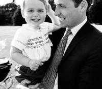 con su padre en el bautizo de carlota en julio 2015
