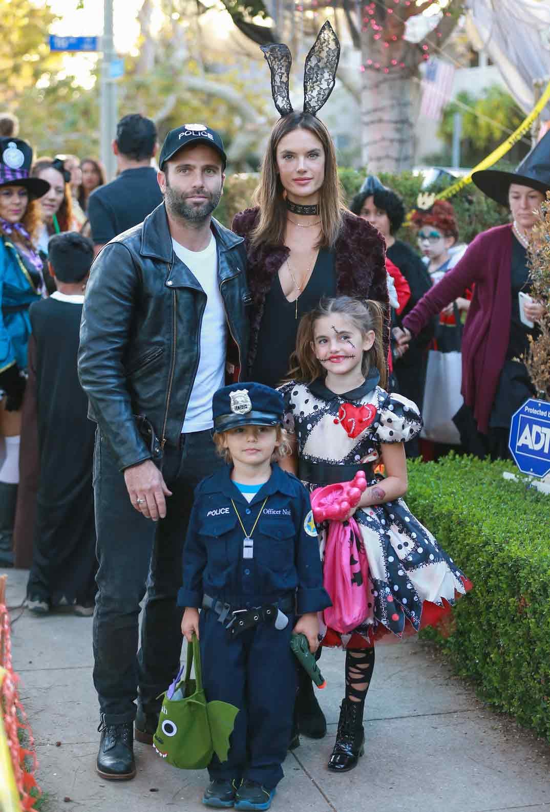Alessandra Ambrosio y Jamie Mazur con sus hijos - Halloween - 2016
