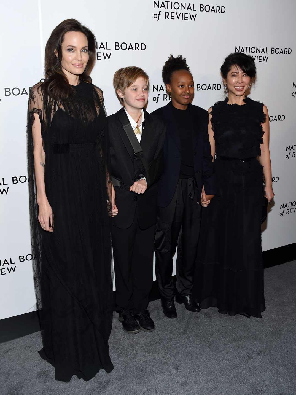 Angelina Jolie, Shiloh Jolie-Pitt, Zahara Jolie-Pitt y Loung Ung