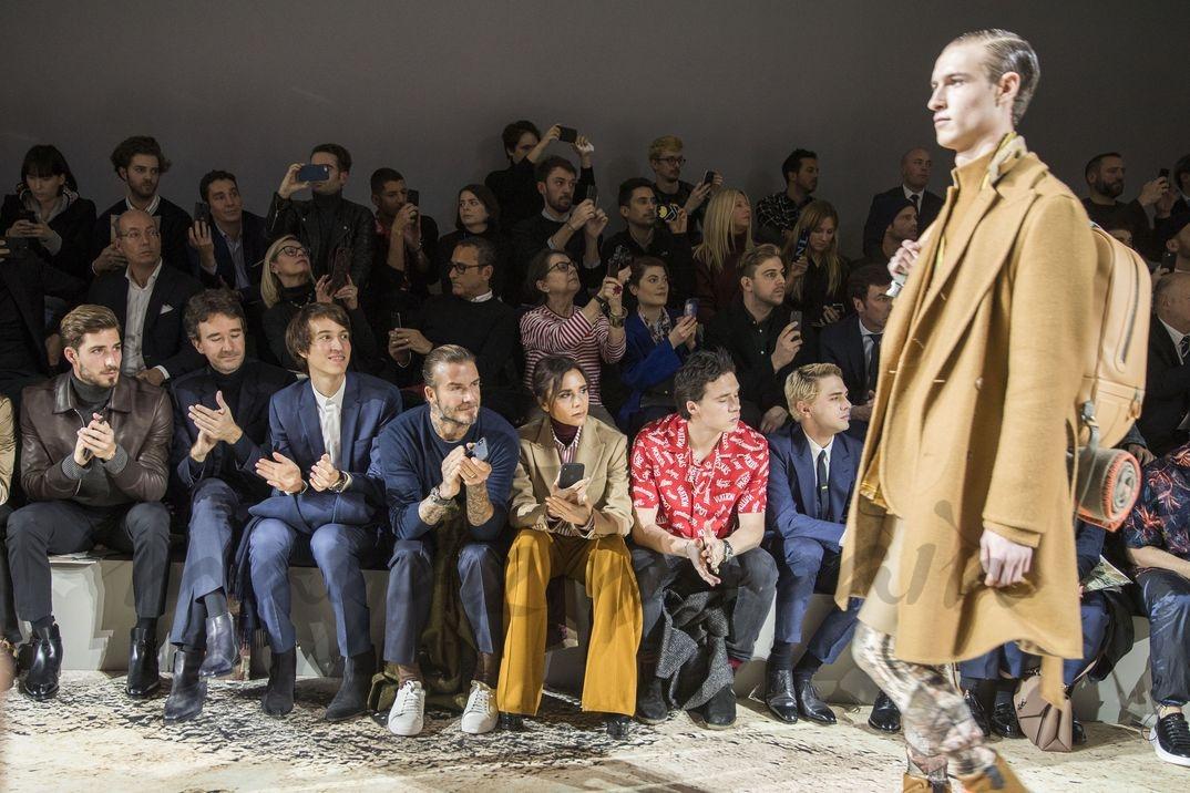 David, Victoria y Brooklyn Beckham en el desfile de Louis Vuitton