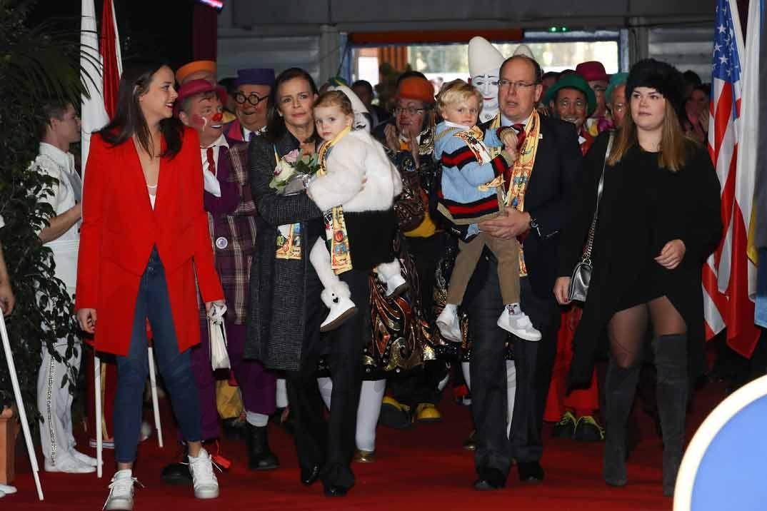 Pauline Ducruet, Princesa Estefanía, Camille Gottlieb y el Príncipe Alberto con los pequeños Jacques y Gabriella de Mónaco