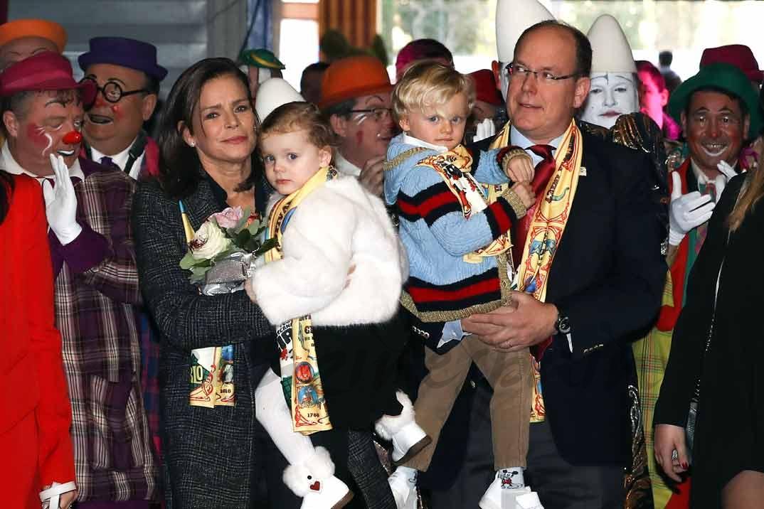 Princesa Estefanía y el Príncipe Alberto con los pequeños Jacques y Gabriella de Mónaco