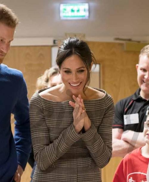 El príncipe Harry y Meghan Markle conquistan Gales
