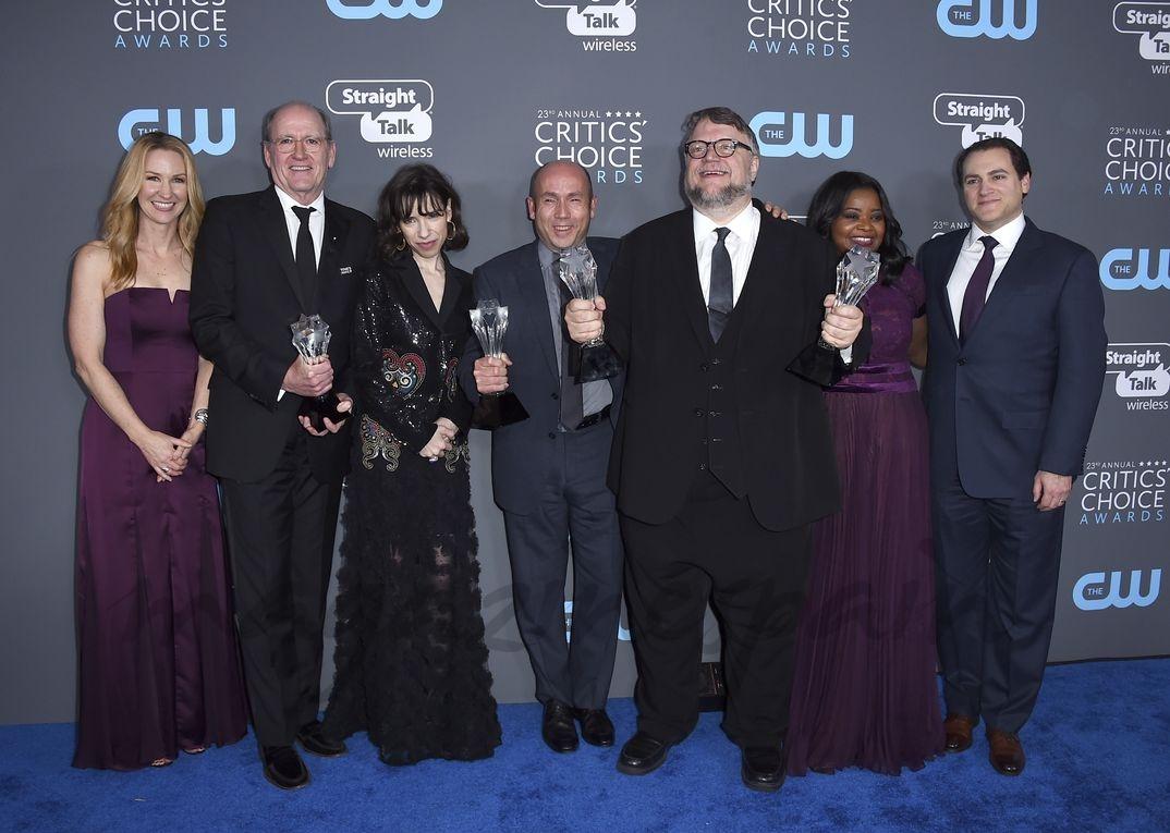 """Guillermo del Toro y el equipo de """"La forma del agua"""""""