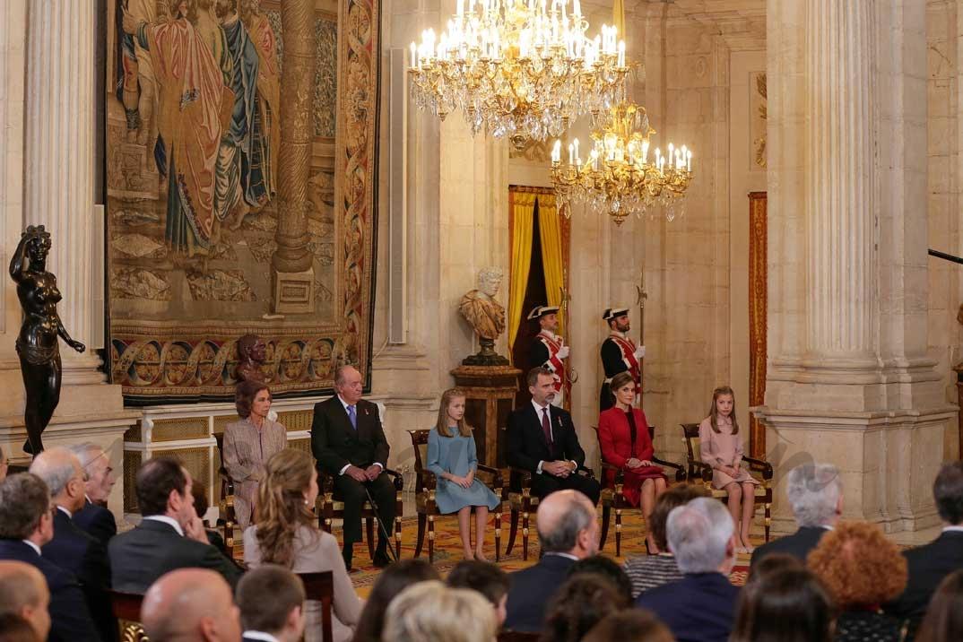 Reina Sofia, Rey Juan Carlos, Rey Felipe, Reina Letizia, princesa Leonor e infanta Sofía