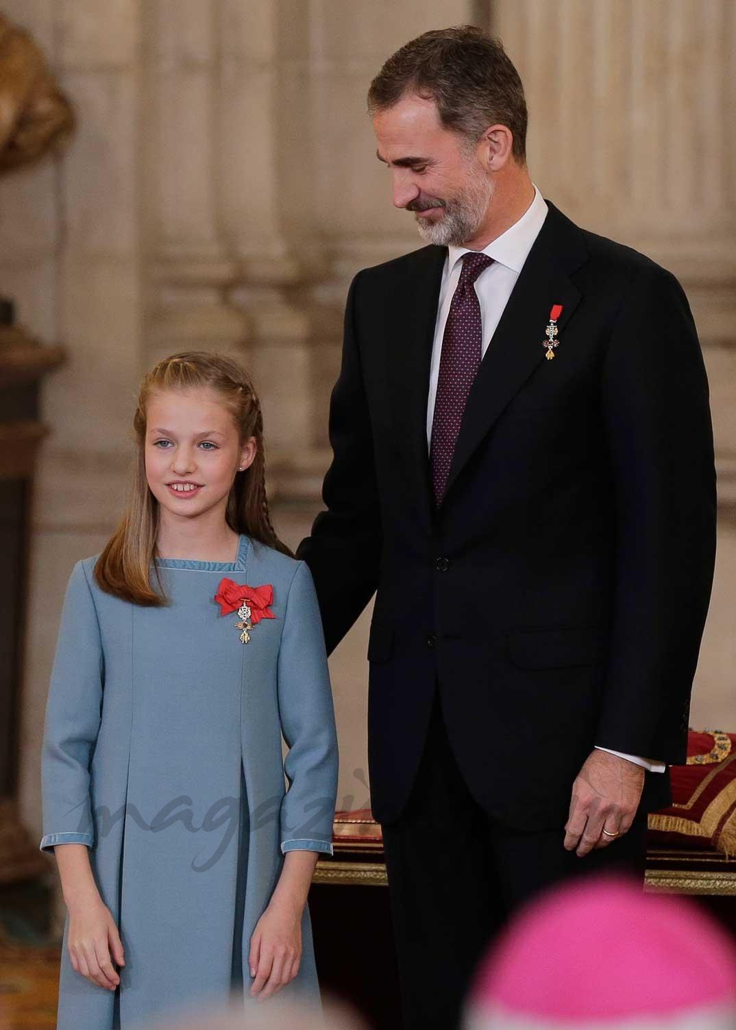 Princesa Leonor junto al Rey Felipe VI