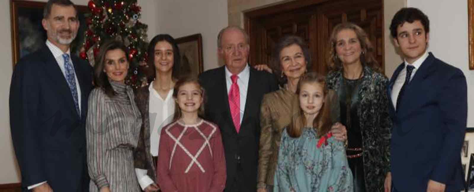 Foto de familia con motivo del 80 cumpleaños del rey Juan Carlos