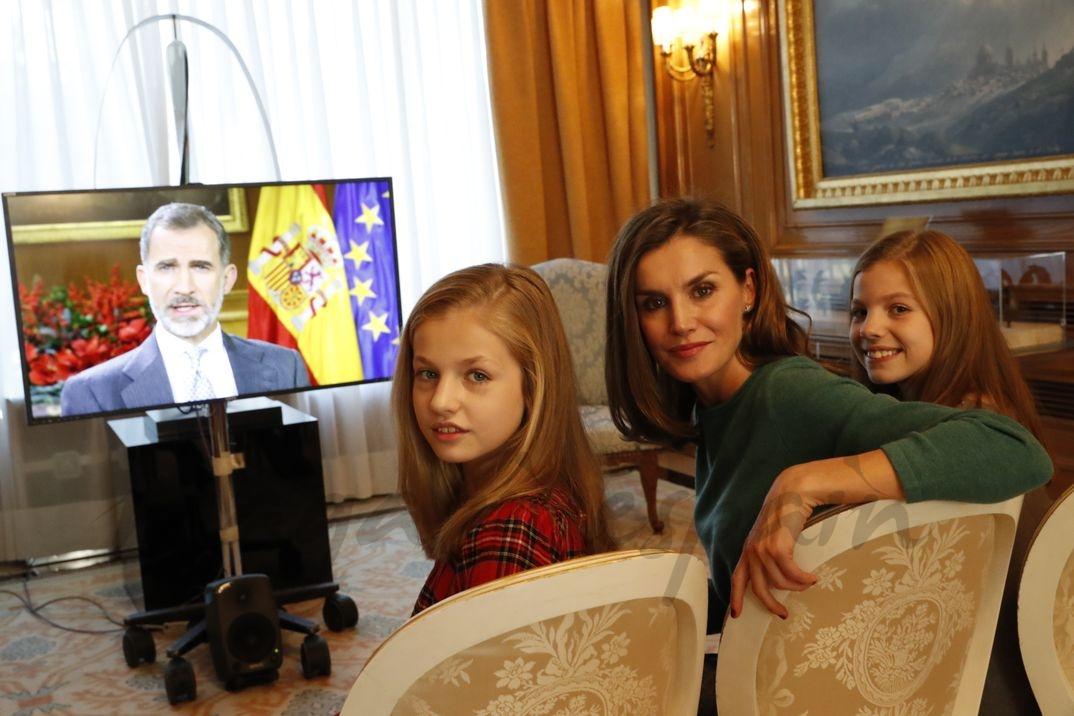 Reina Letizia junto a la princesa Leonor y la infanta Sofía