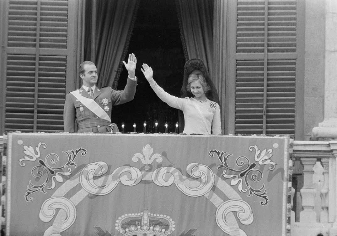 El rey Juan Carlos I y la reina Sofía celebran su ascenso al trono (27 noviembre 1975)