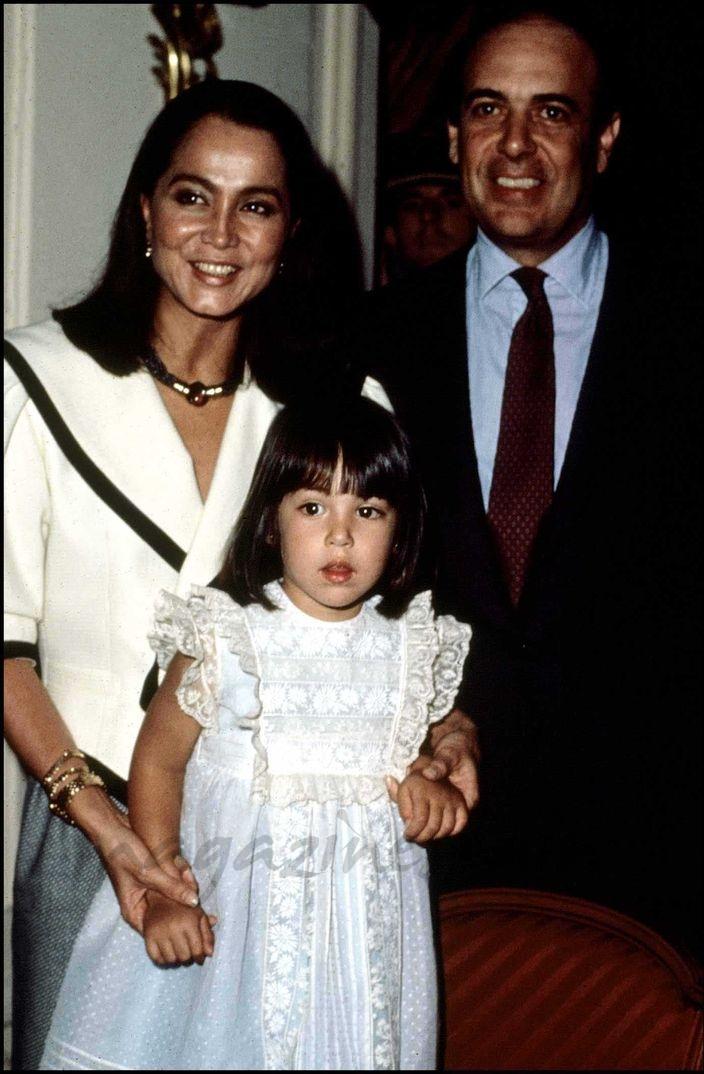 Isabel Preysler con Carlos Falcó y su hija Tamara (1980)