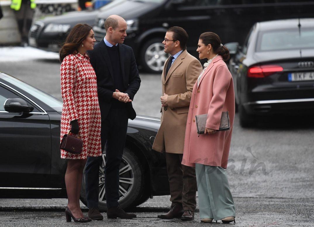 Duques de Cambridge con la princesa Victoria y el príncpe Daniel de Suecia