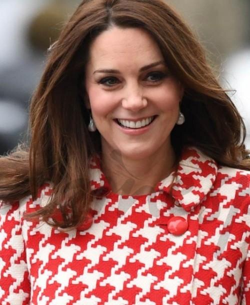 Kate Middleton incluye un nuevo estampado a su colección de abrigos
