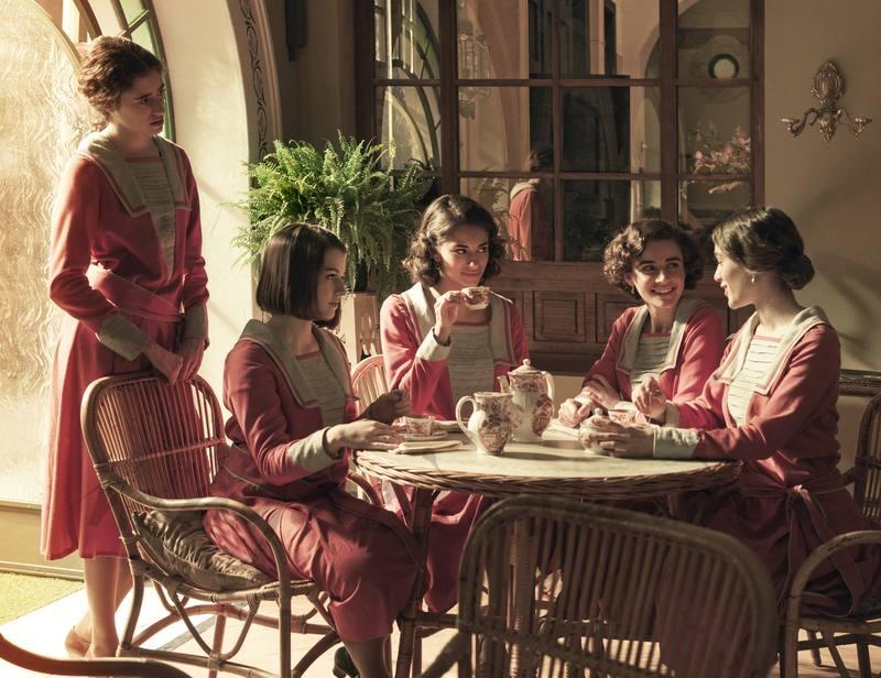 Las alumnas de la escuela de señoritas en el salón de té - La otra mirada © RTVE