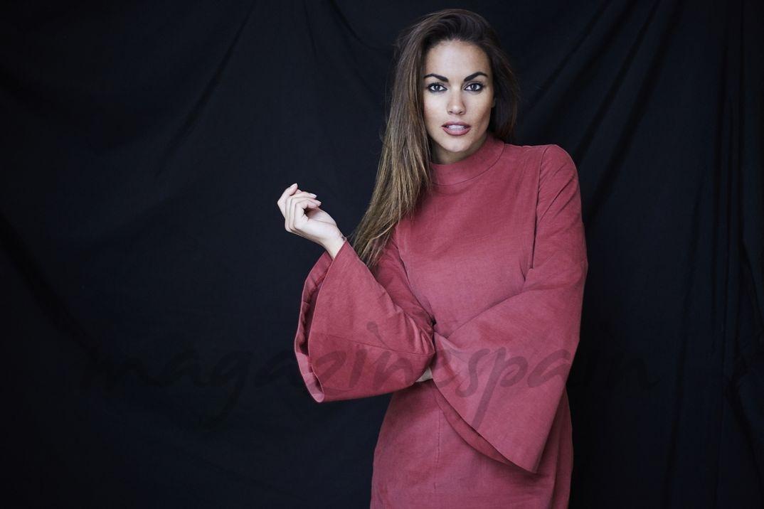 Lara Álvarez - Blue Palm