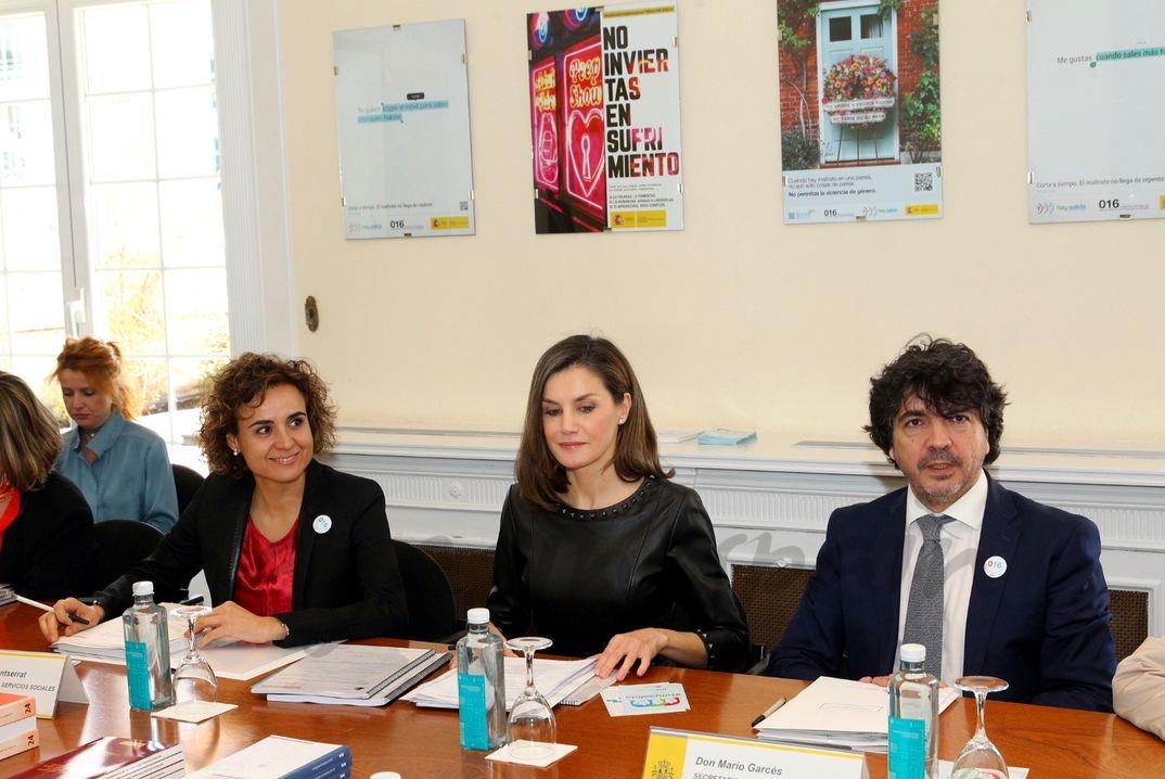 La Reina en el transcurso de la reunión de trabajo sobre la situación de la Violencia de Género en España © Casa S.M. El Rey