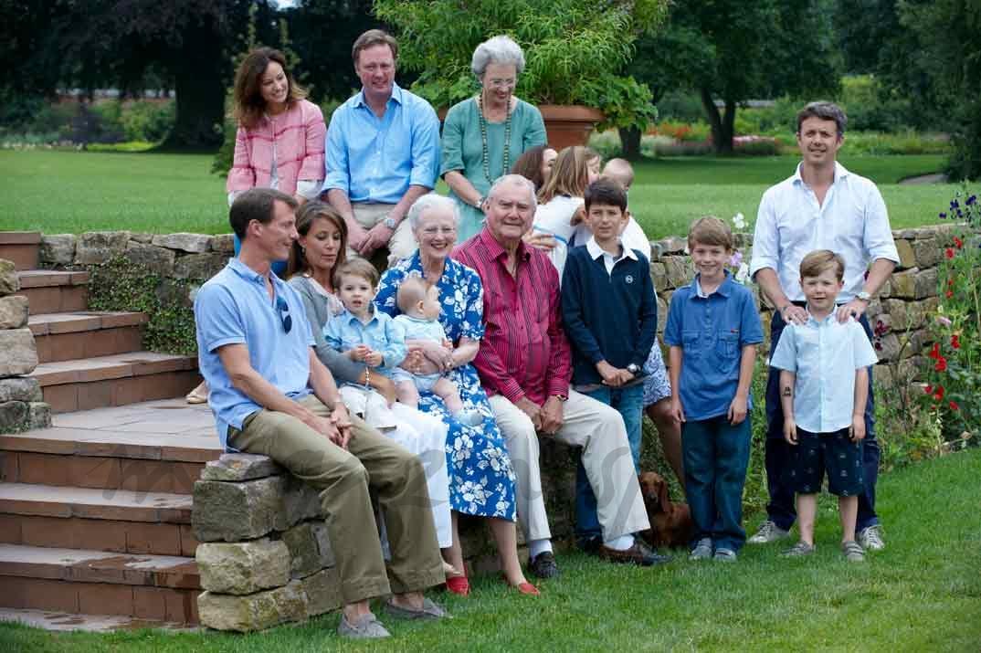 El príncipe Enrique de Dinamarca y su familia
