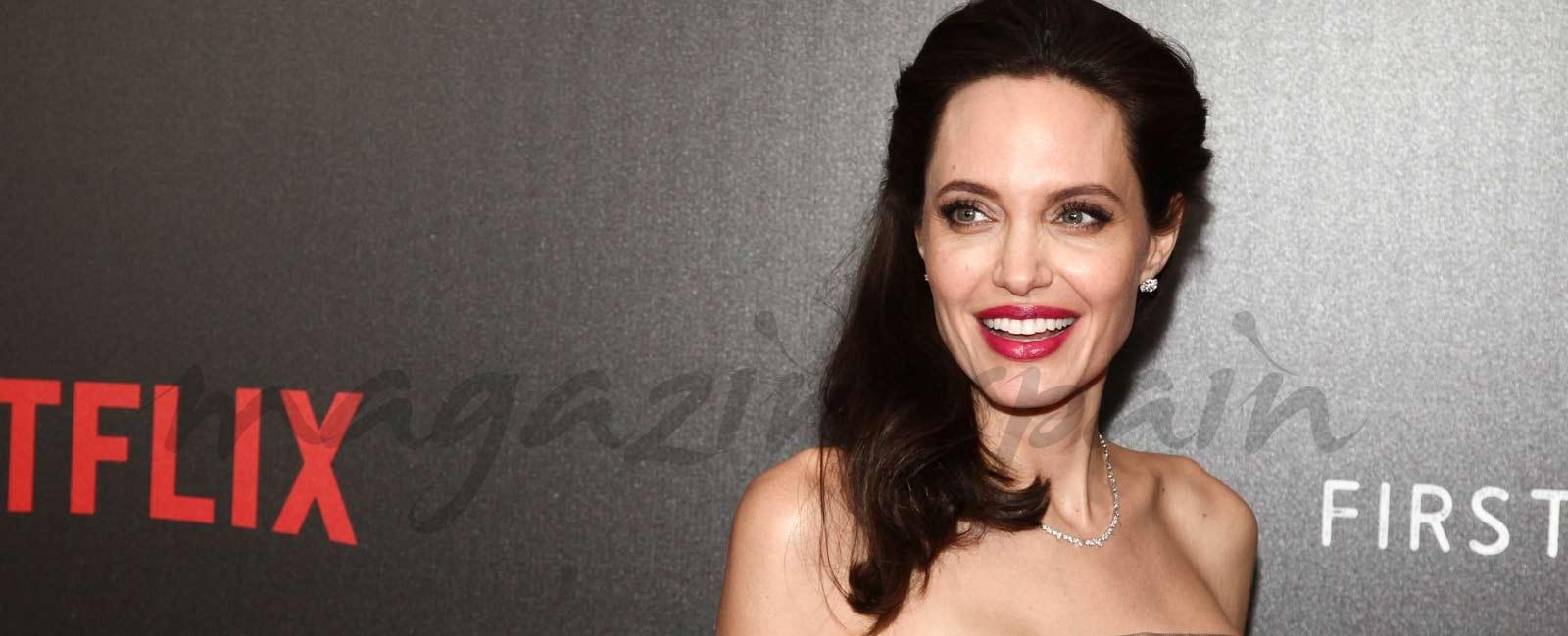 Angelina Jolie ¿enamorada del doble rejuvenecido de Brad Pitt?