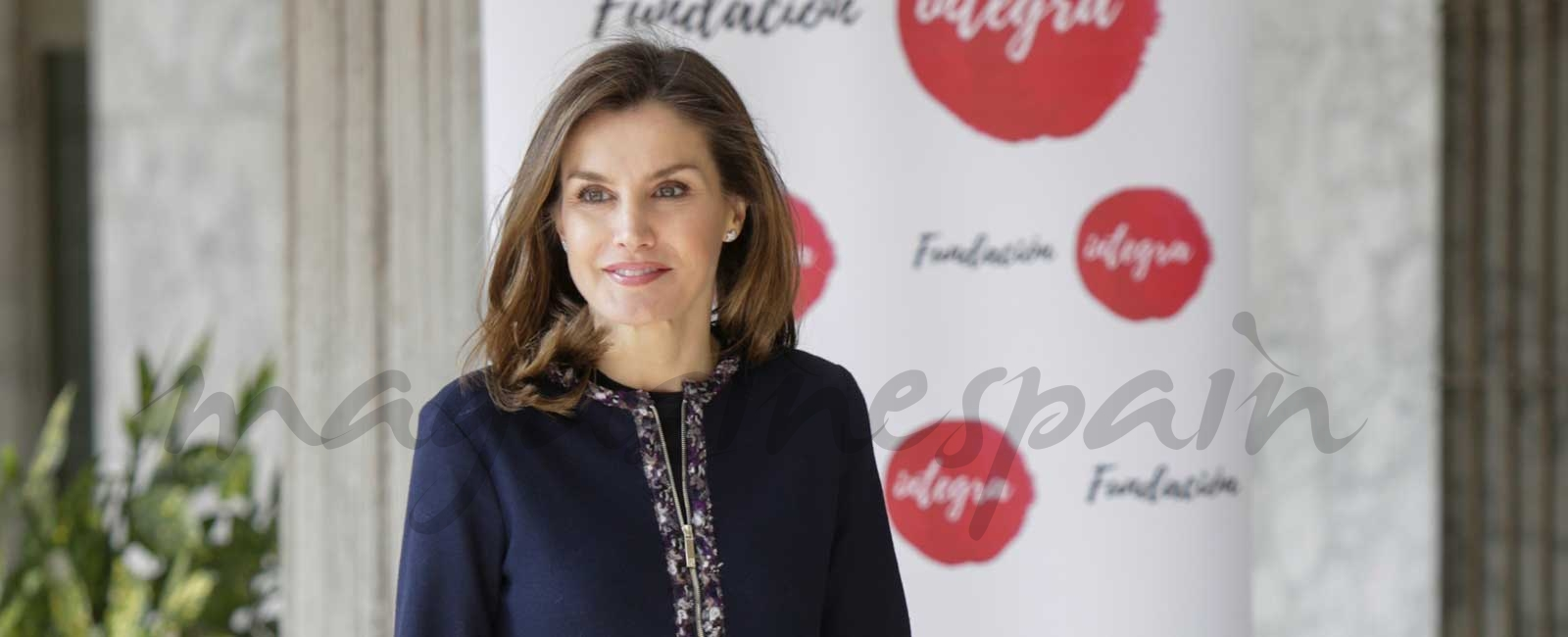 La reina Letizia estrena un perfecto look working girl