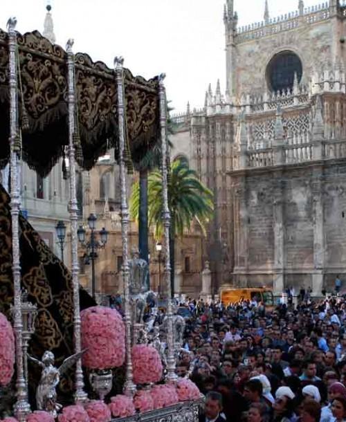 La Semana Santa de Sevilla, un viaje a través de los siglos