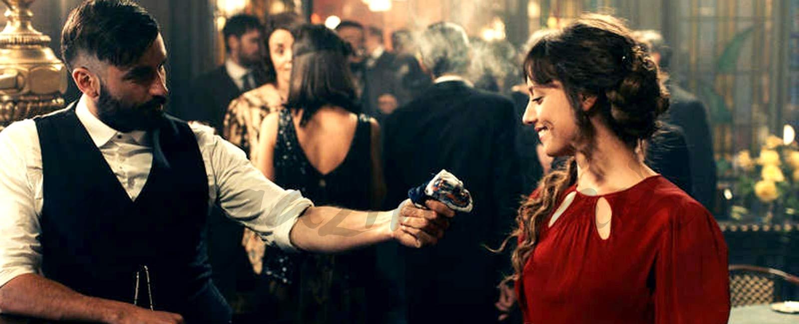 Michelle Jenner y Alex García protagonizan 'El Continental', la nueva serie de La 1
