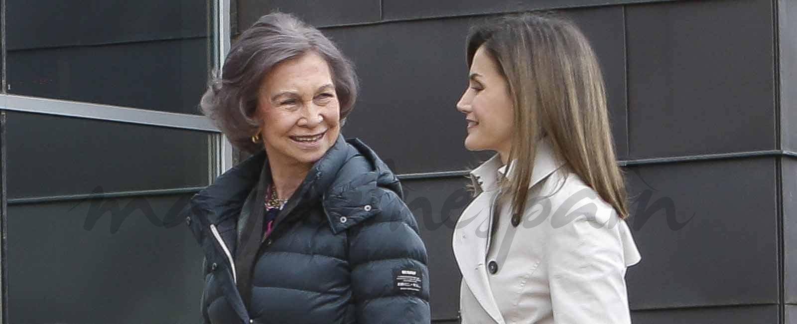 La buena sintonía de la reina Letizia y la reina Sofía durante su visita al rey Juan Carlos