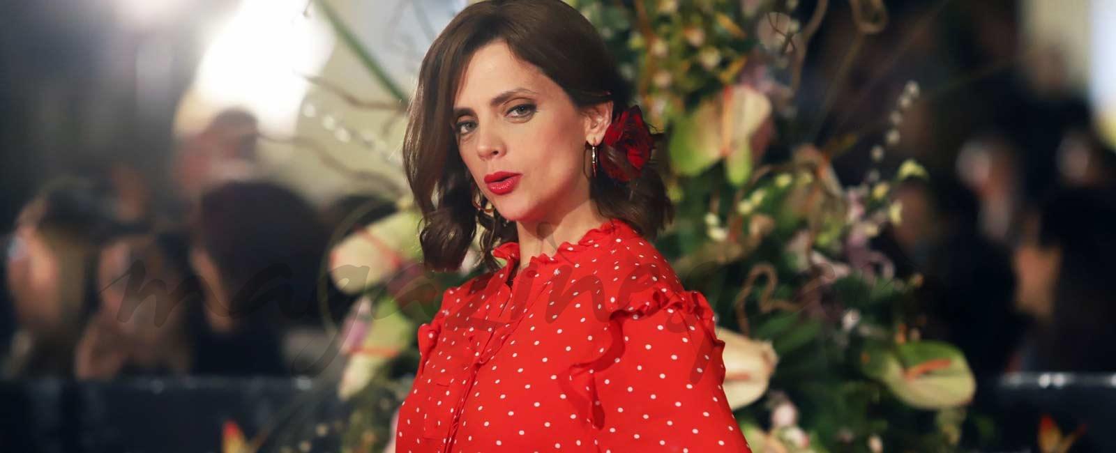 Macarena Gómez recibe el Premio Talento Andaluz con un look muy «flamenco»