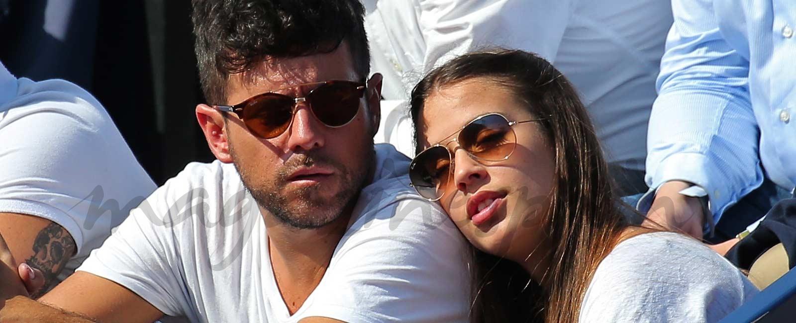 Las imágenes mas tiernas de Pablo López con su novia en el tenis