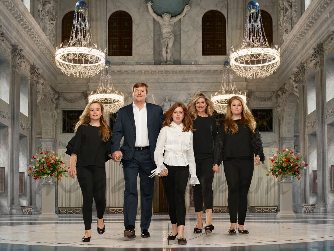 Los Reyes de Holanda con sus tres hijas