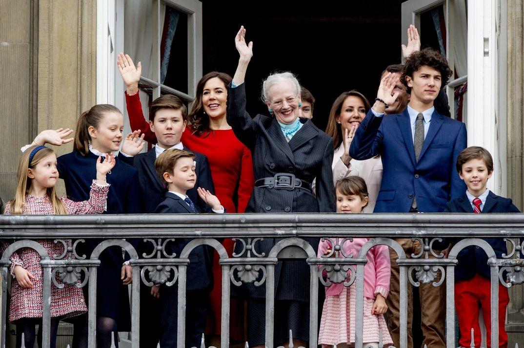La rina Margarita con su familia