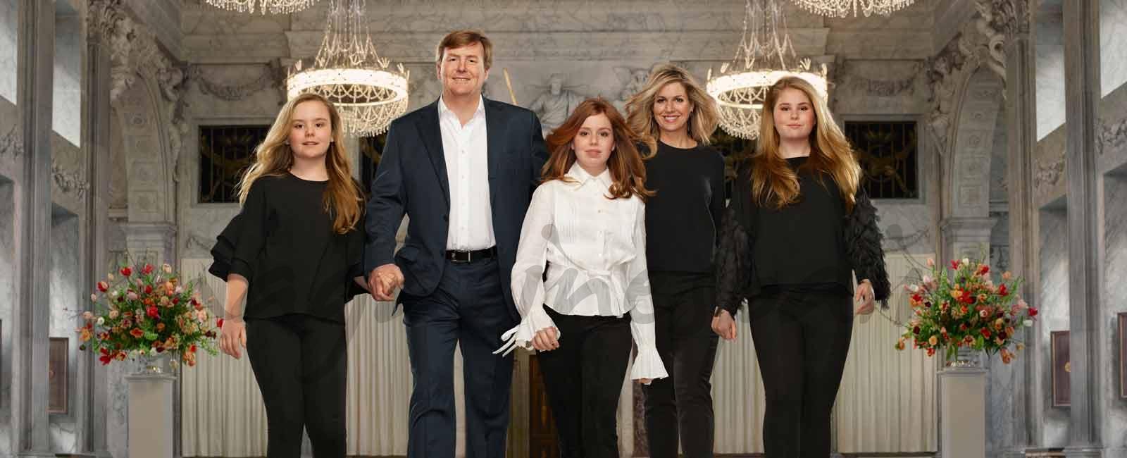 El original posado de los Reyes de Holanda y sus hijas