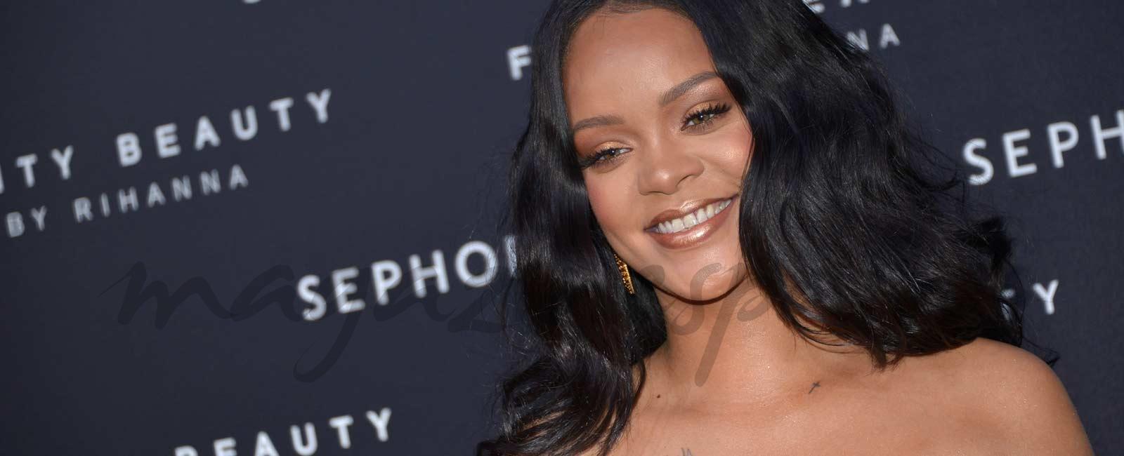Rihanna presume de curvas