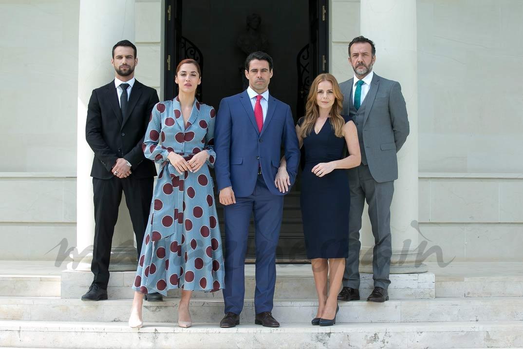 Miryam Gallego, Emmanuel Esparza, José Luis García Pérez, Jesús Castro y Michelle Calvó - Secretos de Estado © Mediaset