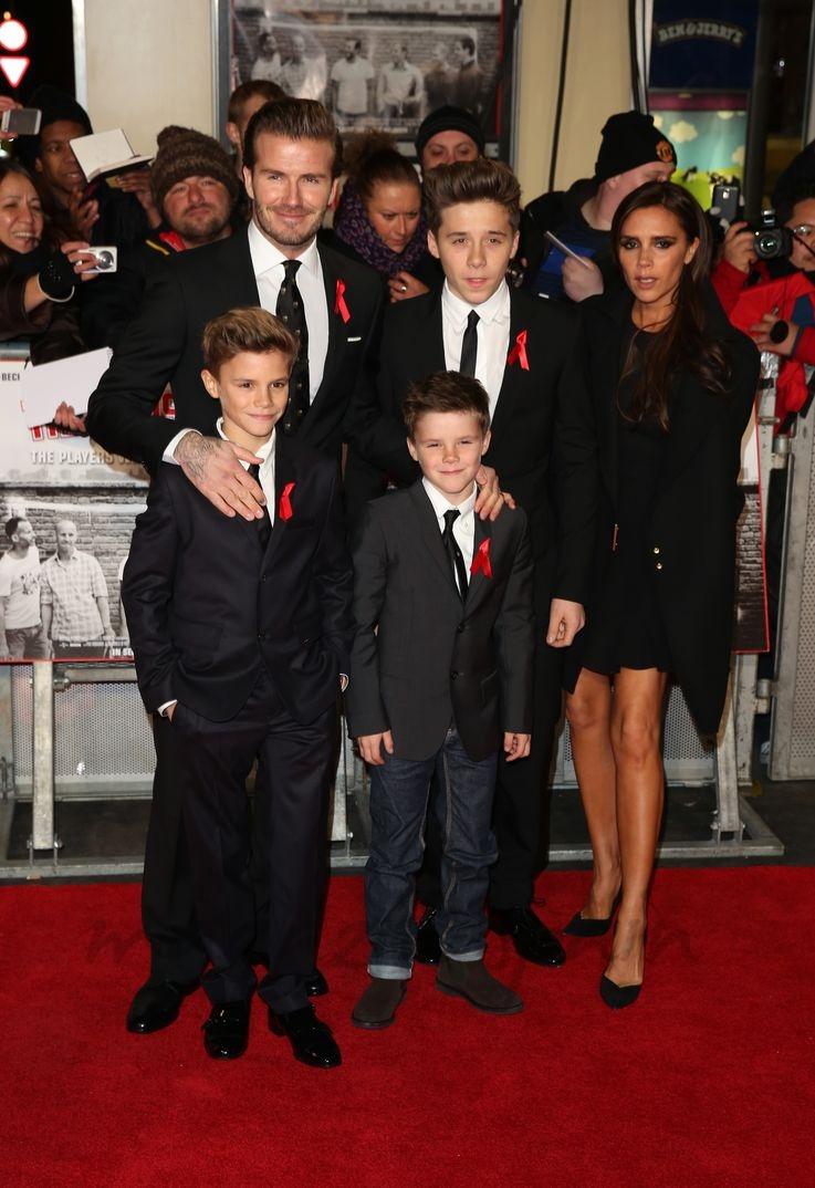 Victoria Beckham con su marido David Beckham y sus hijos Brooklyn, Romeo y Cruz