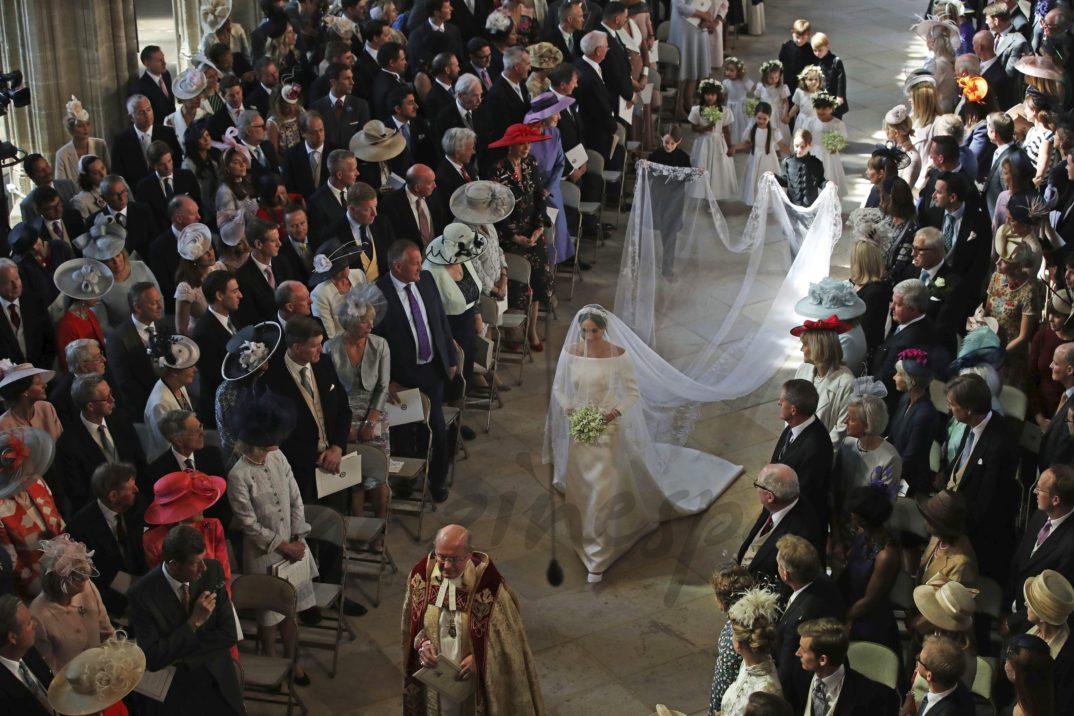 Meghan Markle camina al altar